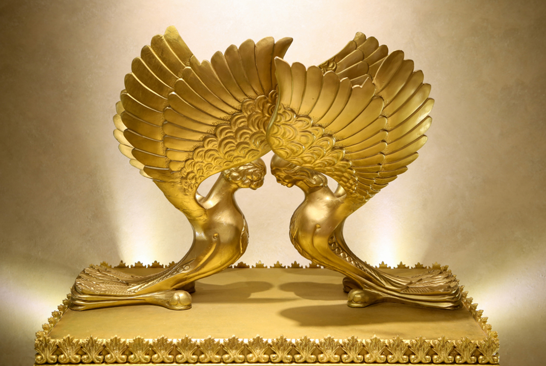 what does the ark of the covenant look like
